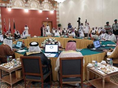 قطر تأسف لسحب السعودية والإمارات والبحرين سفراءها