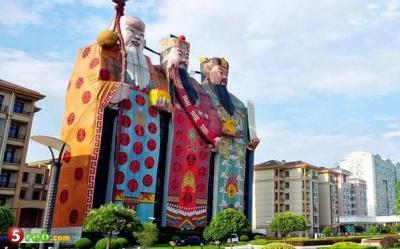 هذه ليست تماثيل ضخمة ولكنها فندق!