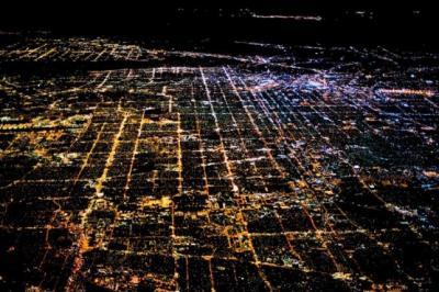 صورة جوية لمدينة لوس انجلوس بالليل  رابط المصدر