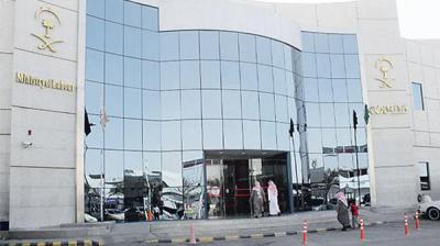 """وزارة العمل السعودية : استثناءات """"إنسانية"""" تسقط شرط موافقة الكفيل"""