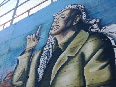 جدارية ضخمة بنابلس تروي حكاية الفلسطينيين