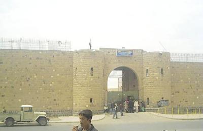 المعتقلون من شباب الثورة يعلنون مقاطعة جلسة محاكمتهم