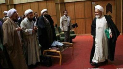"""رجل دين إيراني: """"المهدي"""" سيظهر بعد تكثيف المسيرات"""