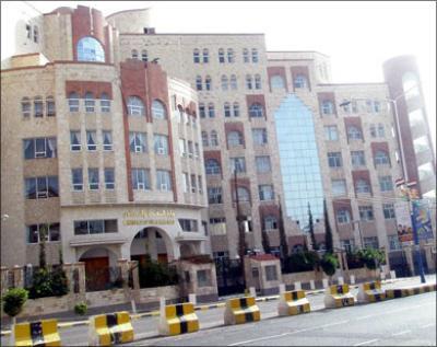إنفجار سيارة مفخخة أمام وزارة النفط  يخلف قتلى وجرحى