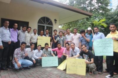 الطلاب اليمنيين بالجامعات الماليزية ( التبادل الثقافي ) يناشدون الجهات المعنية إنقاذهم من الطرد جراء تراكم الرسوم الدراسة عليهم ( فيديو مؤثر)