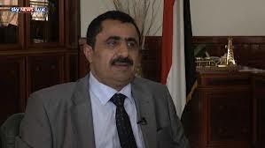 """بعد عودته الى صنعاء ، واستقباله من قبل المئات من الموظفين والمحبين. . وزير النفط """" دارس """" يتراجع عن تقديم استقالته"""