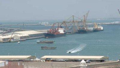 إفراغ 647 حاوية بضائع واردات للاستهلاك المحلي ومعدات فنية بعدن