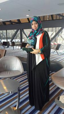 الدكتورة  اليمنية إقبال دعقان تستلم الجائزة  كأفضل خمسة علماء للكيمياء في العالم للعام 2013
