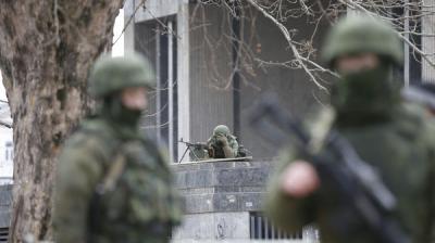 روسيا تقرع طبول الحرب ومسلحون يجوبون شوارع القرم