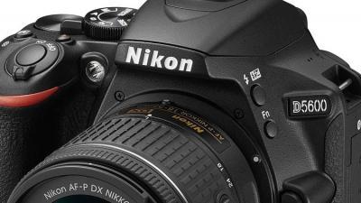 (Nikon)  تقدم كاميرا (D5600) بتقنية وايفاي وبلوتوث