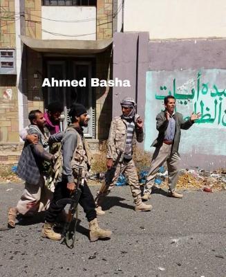 شاهد بالصور .. القبض على عدداً من المسلحين الحوثيين بعد حصارهم في معارك مدينة تعز