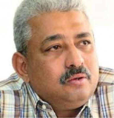 كاتب يمني بارز يعرض مكتبته الخاصة للبيع بسبب الأوضاع المعيشية الصعبة