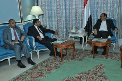 الفريق علي محسن الأحمر يوجه بتشكيل لجنة مشتركة لنقل النفط الخام وتصديره