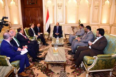 الرئيس هادي يستقبل وزير الدولة البريطاني لشئون الشرق الاوسط وشمال افريقيا ( صوره)