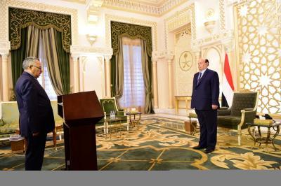 الدكتور صالح سميع يؤدي اليمين الدستورية أمام الرئيس هادي ( صوره)