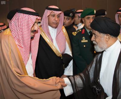 الملك سلمان بن عبد العزيز برفقة عدداً من الأمراء يصلون إلى المنطقة الشرقية .. ووسائل الإعلام السعودية تكشف سبب الزياره