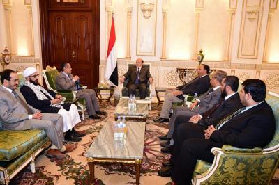 الرئيس هادي يوجه اللجان بصرف مرتبات المؤسسة العسكرية وإيصالها لمستحقيها