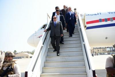 أول الصور أثناء وصول الرئيس هادي إلى عدن