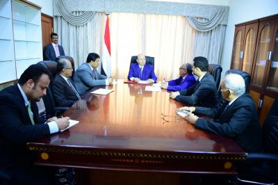 الرئيس هادي يترأس اجتماع لمجلس إدارة البنك المركزي بعدن