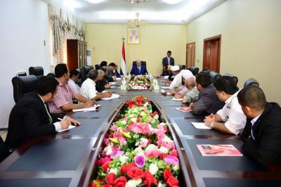 الرئيس هادي يلتقي مجلس إدارة الغرفة التجارية بعدن وعدد من رجال الاعمال
