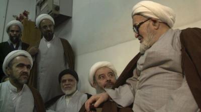السلطات الإيرانية تسجن نجل أحد قيادات الثورة بسبب نشره مقطعا قديما لوالده انتقد فيه الإعدامات الجماعية للمعارضين