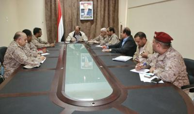 الفريق علي محسن الأحمر في العبر يلتقي قائد المنطقة العسكرية الأولى ولجنة الدور والتسليم ( صوره)