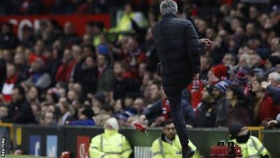 الاتحاد الإنجليزي يتهم جوزيه مورينيو مدرب مانشستر يونايتد بسوء السلوك