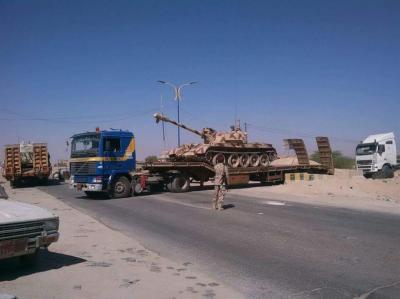 بالصور : بعد ساعات من تحذير الرئيس السابق صالح  للرئيس هادي .. قوات الجيش تبدأ بنقل الآليات والمعدات العسكرية الثقيلة من حضرموت إلى مأرب