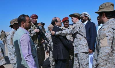 الفريق علي محسن الأحمر يزور مقر قيادة قوات التحالف بمأرب ( صوره)