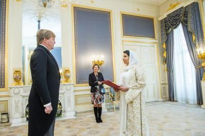 ملك هولندا يستقبل السفيرة اليمنية الشابة سحر غانم ( صوره)