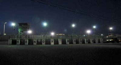 نقل معتقل يمني من غوانتانامو الى الرأس الاخضر