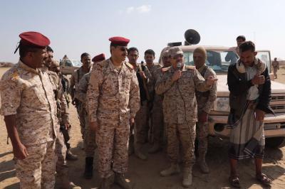 """رئيس هيئة الأركان """" المقدشي"""" يزور جبهات القتال في محافظة صنعاء"""