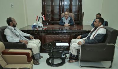 الفريق علي محسن الأحمر يلتقي رئيس لجنة صرف مرتبات المنطقة العسكرية الثانية