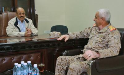 الفريق علي محسن الأحمر يلتقي قائد المنطقة العسكرية الأولى ( صوره)