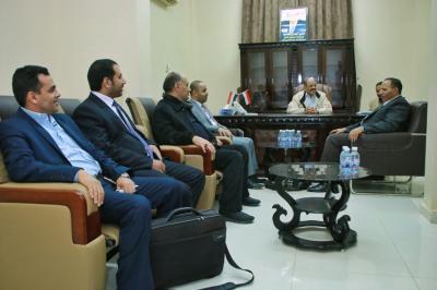 الفريق علي محسن الأحمر يلتقي رئيس لجنة صرف رواتب القوات المسلحة والأمن