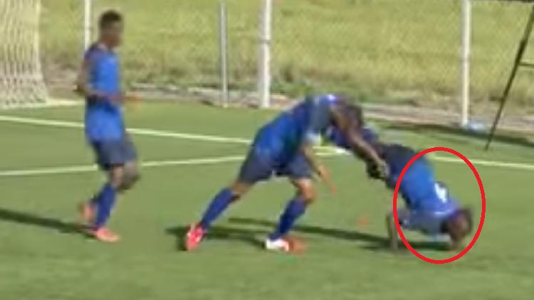فيديو.. وفاة لاعب تنزاني بعد دقائق من احتفاله الغريب بالهدف!