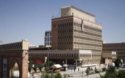 موظفوا البنك المركزي بصنعاء ينجحون في تخليص أحد مسؤولي البنك إختطفه الحوثيون ( تفاصيل الحادثة)