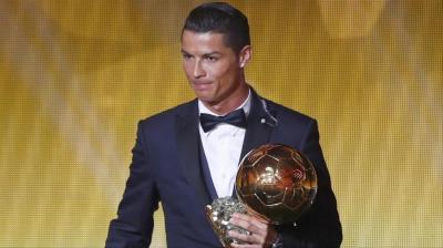 مالفرق بين جائزة الكرة الذهبية وفيفا أفضل لاعب ؟