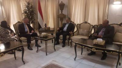 """وزير الخارجية """" المخلافي """"  يلتقي  السفير البريطاني لدى اليمن"""