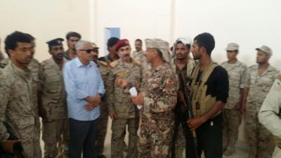 اللواء عرب يطلع على سير صرف المرتبات في عدد من المعسكرات بالمنطقة الرابعة
