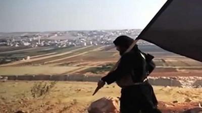 """بالصور.. من هي الحسناء الدنماركية التي خصص """"داعش"""" مليون دولار لتصفيتها؟"""