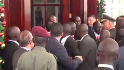 فيديو.. اشتباك بالأيدي بين حرس السيسي وحرس الرئيس الأوغندي