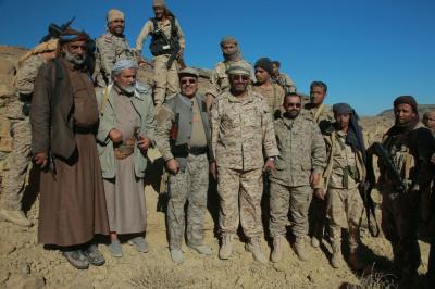 شاهد بالصور ..  الفريق علي محسن الأحمر يظهر اليوم في جبهات القتال شرق صنعاء حاملاً بندقيته