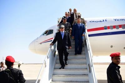 بالصور .. لحظة وصول الرئيس هادي إلى حضرموت