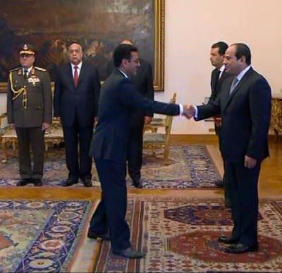 سفير اليمن لدى القاهرة يسلم اوراق اعتماده للرئيس المصري ( صوره)