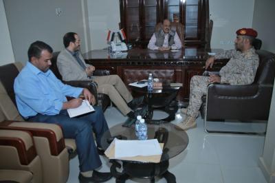 الفريق علي محسن الأحمر يوجه بالإسراع بصرف رواتب منتسبي المنطقة العسكرية الخامسة