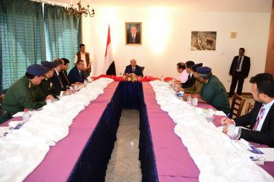 الرئيس هادي يرأس إجتماعاً بمحافظي اقليم حضرموت ومدراء الأمن ( صوره)