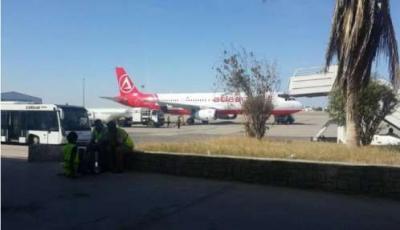 طائرة تركية تغادر مطار عدن وعليها عشرات الجرحى من مقاومة تعز