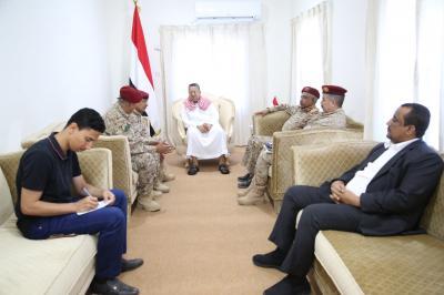 """رئيس الوزراء """" بن دغر """" يناقش مع قيادات بوزارة الدفاع تطوير عمل الوحدات العسكرية"""
