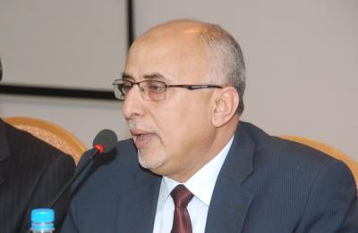 وزير الإدارة المحلية  يدشن مشروع المساعدات الاغاثية لليمنيين في مخيم أبوخ بجيبوتي